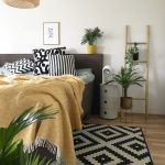 Schlafzimmer Deko In Der Trendfarbe Senf Gelb Günstig Mit überbau Gardinen Stuhl Eckschrank Kommode Deckenlampe Komplettes Günstige Komplett Nolte Wohnzimmer Schlafzimmer Dekorieren