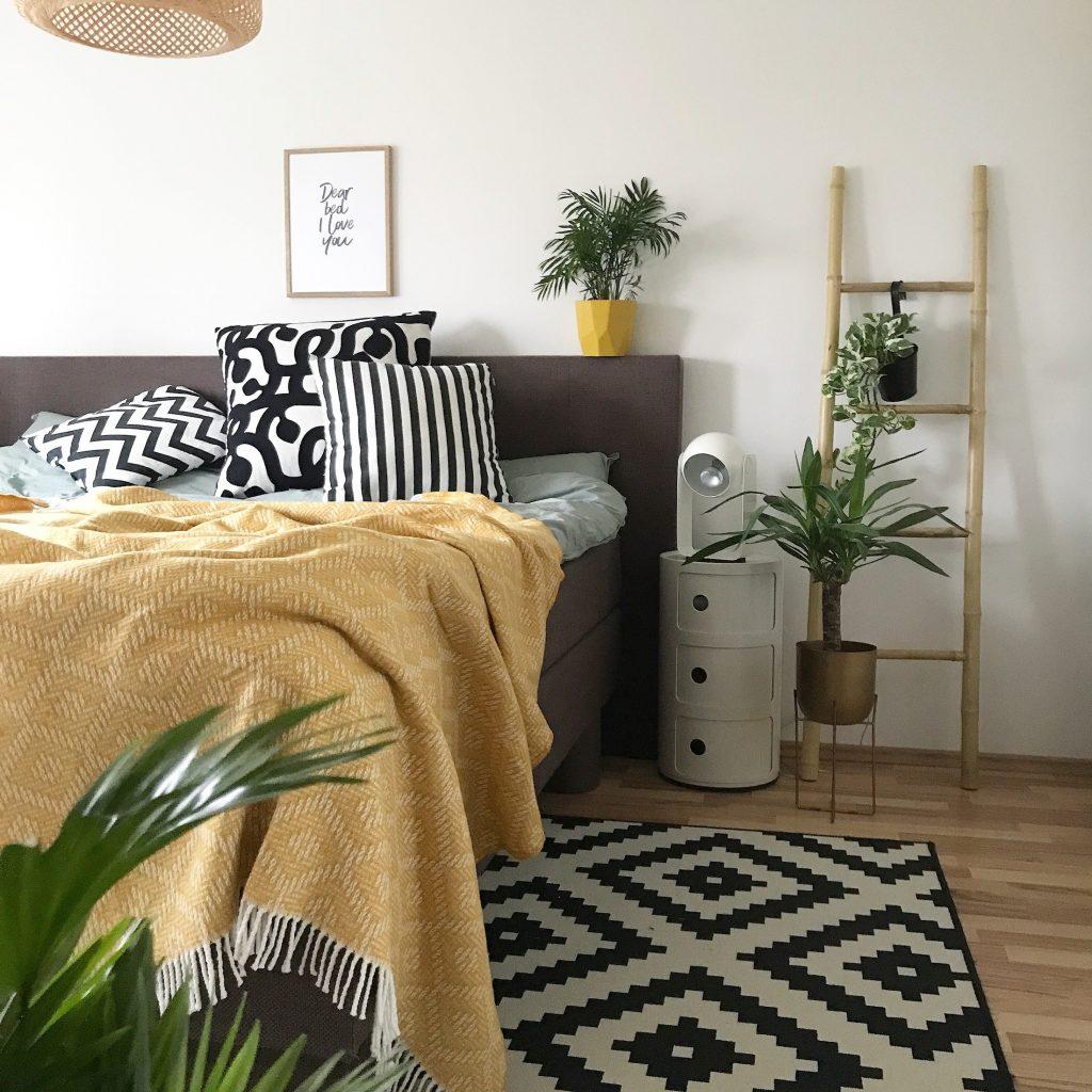 Full Size of Schlafzimmer Deko In Der Trendfarbe Senf Gelb Günstig Mit überbau Gardinen Stuhl Eckschrank Kommode Deckenlampe Komplettes Günstige Komplett Nolte Wohnzimmer Schlafzimmer Dekorieren