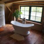 Dusche Wand Kreativer Einsatz Von Terracotta Fliesen An Bodengleiche Garten Trennwand Nischentür Wandregal Küche Landhaus Glaswand Antirutschmatte Wohnzimmer Dusche Dusche Wand