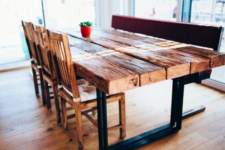Medium Size of Rustikaler Esstisch Tisch Mit Flachstahl Beinen Und Alten Holzbalken Rustikal Holz Günstig Groß 120x80 Weiss Wildeiche Eiche Musterring Vintage Teppich Esstische Rustikaler Esstisch