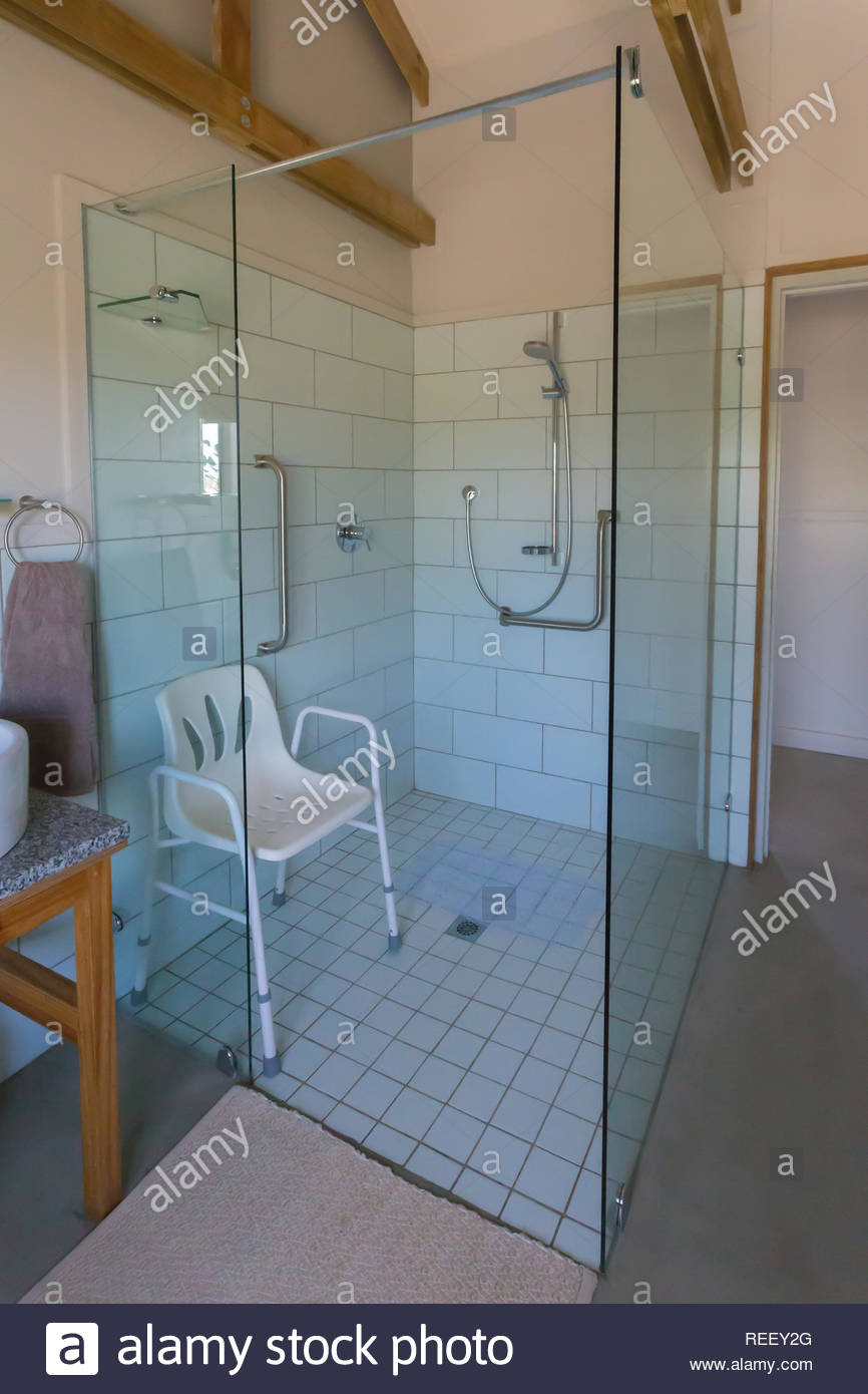 Full Size of Behindertengerechte Dusche Im Badezimmer Des Hauses Bei Badewanne Moderne Duschen Raindance Breuer Mit Ebenerdig Hüppe Bodenebene Glastrennwand Bodengleiche Dusche Behindertengerechte Dusche