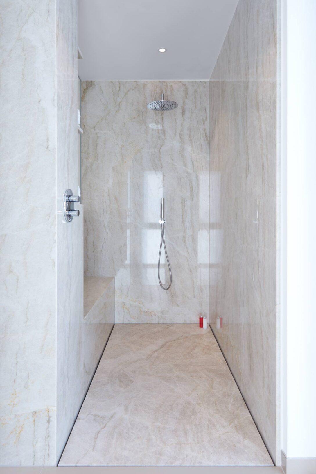 Large Size of Moderne Badezimmer Duschen Bodengleiche Gemauert Begehbare Fliesen Dusche Ohne Kleine Bilder Ebenerdig Gefliest Fugenlose Pflegeleicht Und Puristisch Baqua Dusche Moderne Duschen