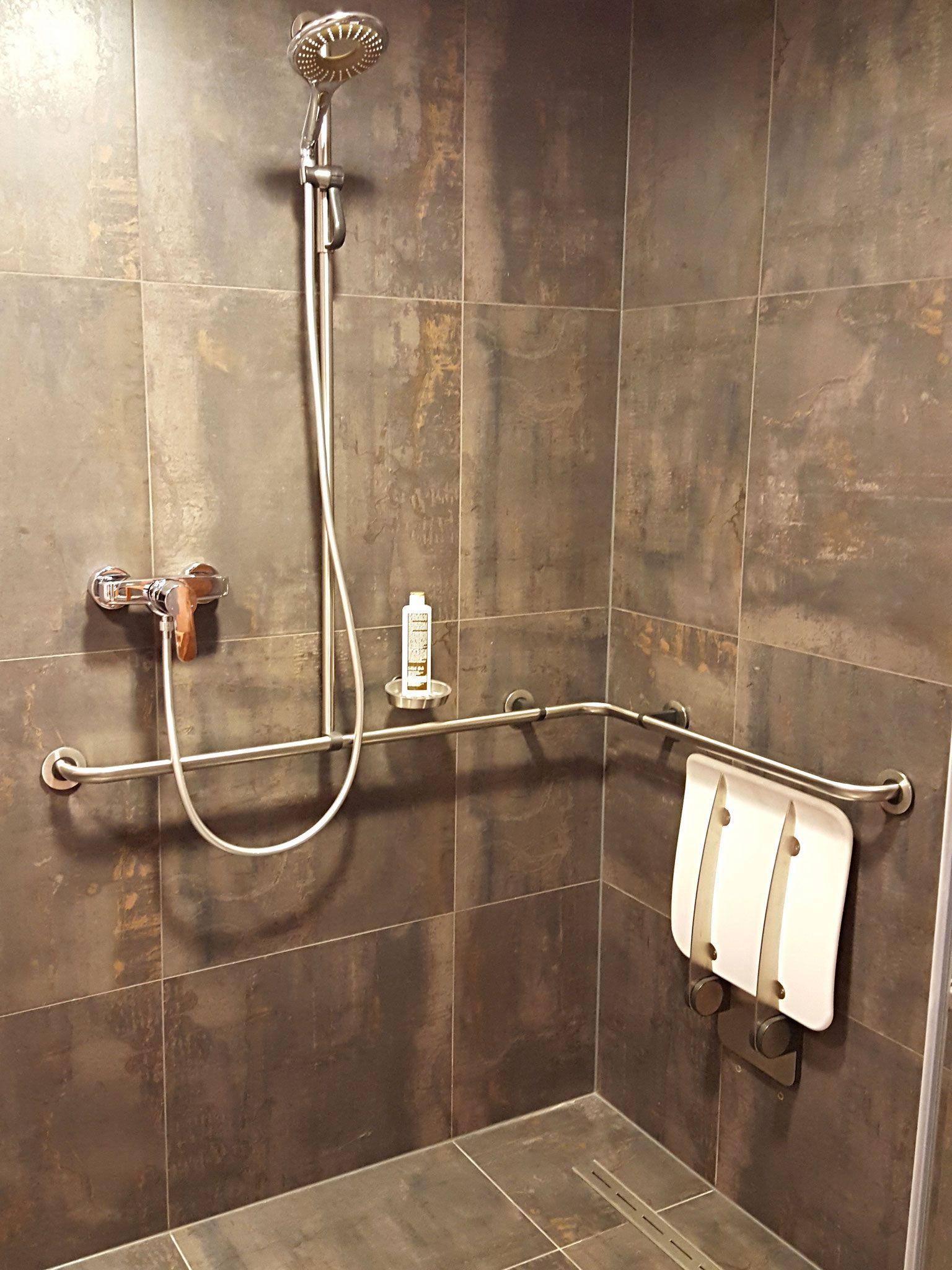 Full Size of Behindertengerechte Dusche Behindertengerechtes Bad Hsk Duschen Grohe Begehbare Ohne Tür Komplett Set Ebenerdig Haltegriff Ebenerdige Kosten Hüppe Küche Dusche Behindertengerechte Dusche