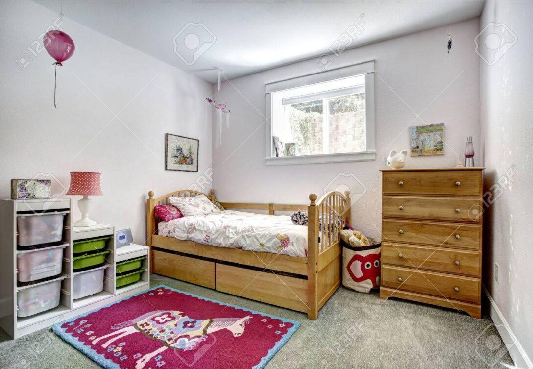 Large Size of Gemtliche Mit Rustikalen Bett Und Frhlich Wohnzimmer Bad Weiß Hochglanz Schlafzimmer Regal Sofa Regale Kinderzimmer Kommode Kinderzimmer