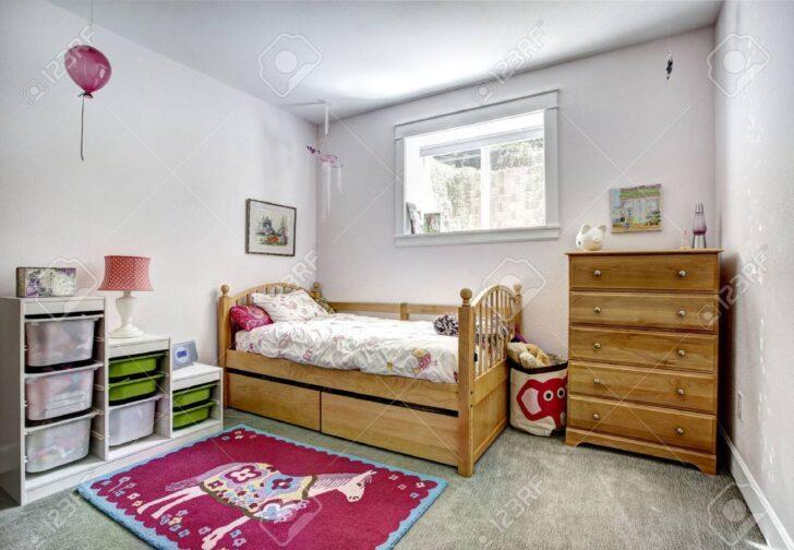 Medium Size of Gemtliche Mit Rustikalen Bett Und Frhlich Wohnzimmer Bad Weiß Hochglanz Schlafzimmer Regal Sofa Regale Kinderzimmer Kommode Kinderzimmer