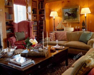 Lampen Wohnzimmer Wohnzimmer Brennenden Lampen Und Holz Couchtisch Im Wohnzimmer Led Deckenleuchte Badezimmer Stehlampen Deckenlampen Teppiche Board Landhausstil Kamin Teppich