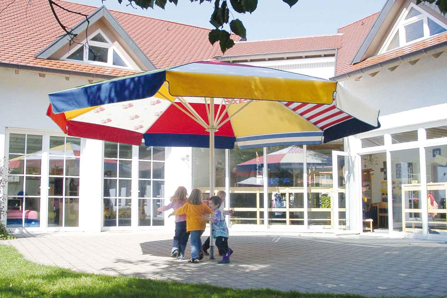 Full Size of Sonnenschutz Trampolin Sonnenschirm Fr Kindergarten Drper Fenster Innen Außen Garten Für Sonnenschutzfolie Wohnzimmer Sonnenschutz Trampolin