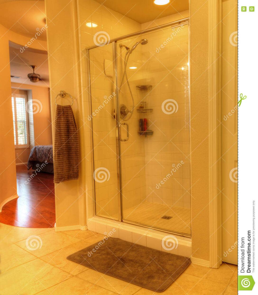 Large Size of Glastür Dusche Mit Einer Glastr Stockbild Bild Von 76163103 Einbauen Wand Antirutschmatte Begehbare Ohne Tür Bluetooth Lautsprecher Fliesen Walk In Schulte Dusche Glastür Dusche