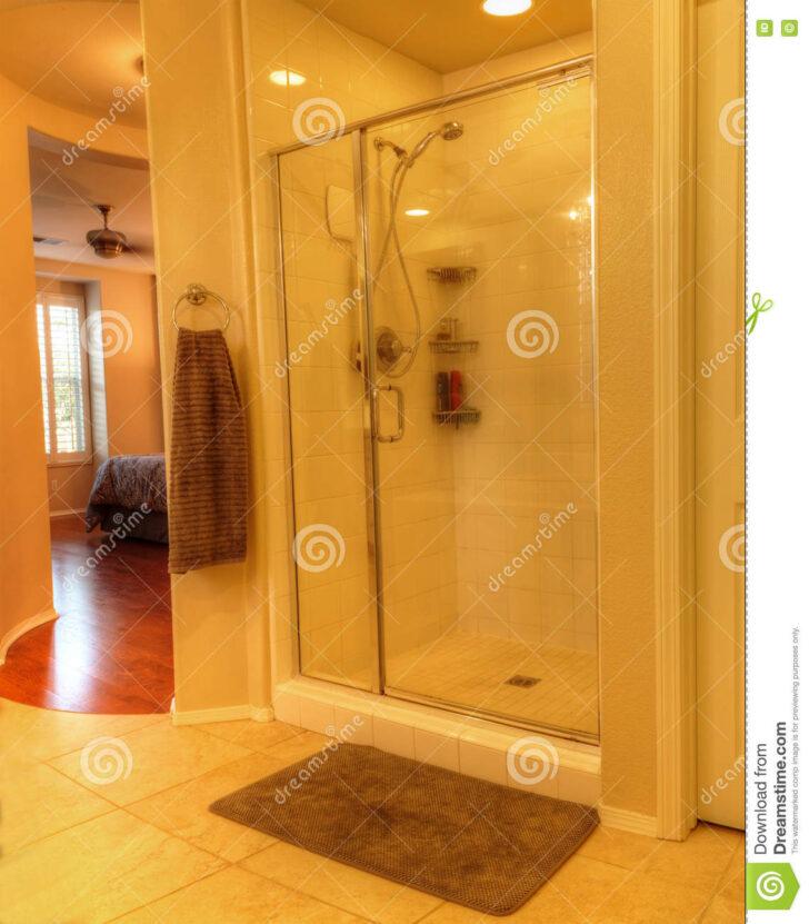 Medium Size of Glastür Dusche Mit Einer Glastr Stockbild Bild Von 76163103 Einbauen Wand Antirutschmatte Begehbare Ohne Tür Bluetooth Lautsprecher Fliesen Walk In Schulte Dusche Glastür Dusche