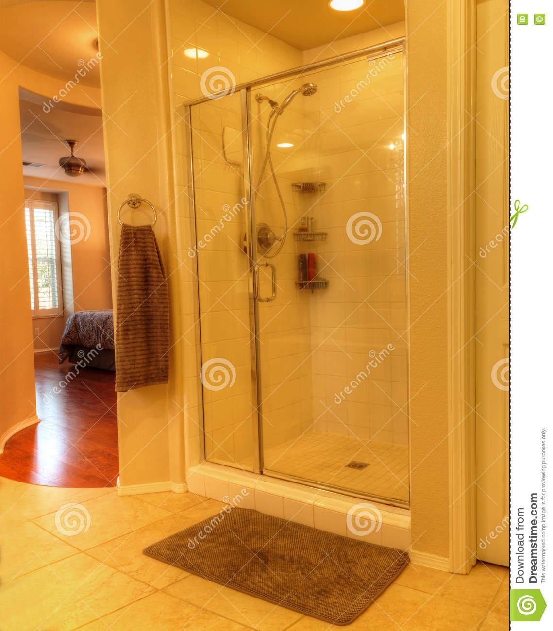 Full Size of Glastür Dusche Mit Einer Glastr Stockbild Bild Von 76163103 Einbauen Wand Antirutschmatte Begehbare Ohne Tür Bluetooth Lautsprecher Fliesen Walk In Schulte Dusche Glastür Dusche