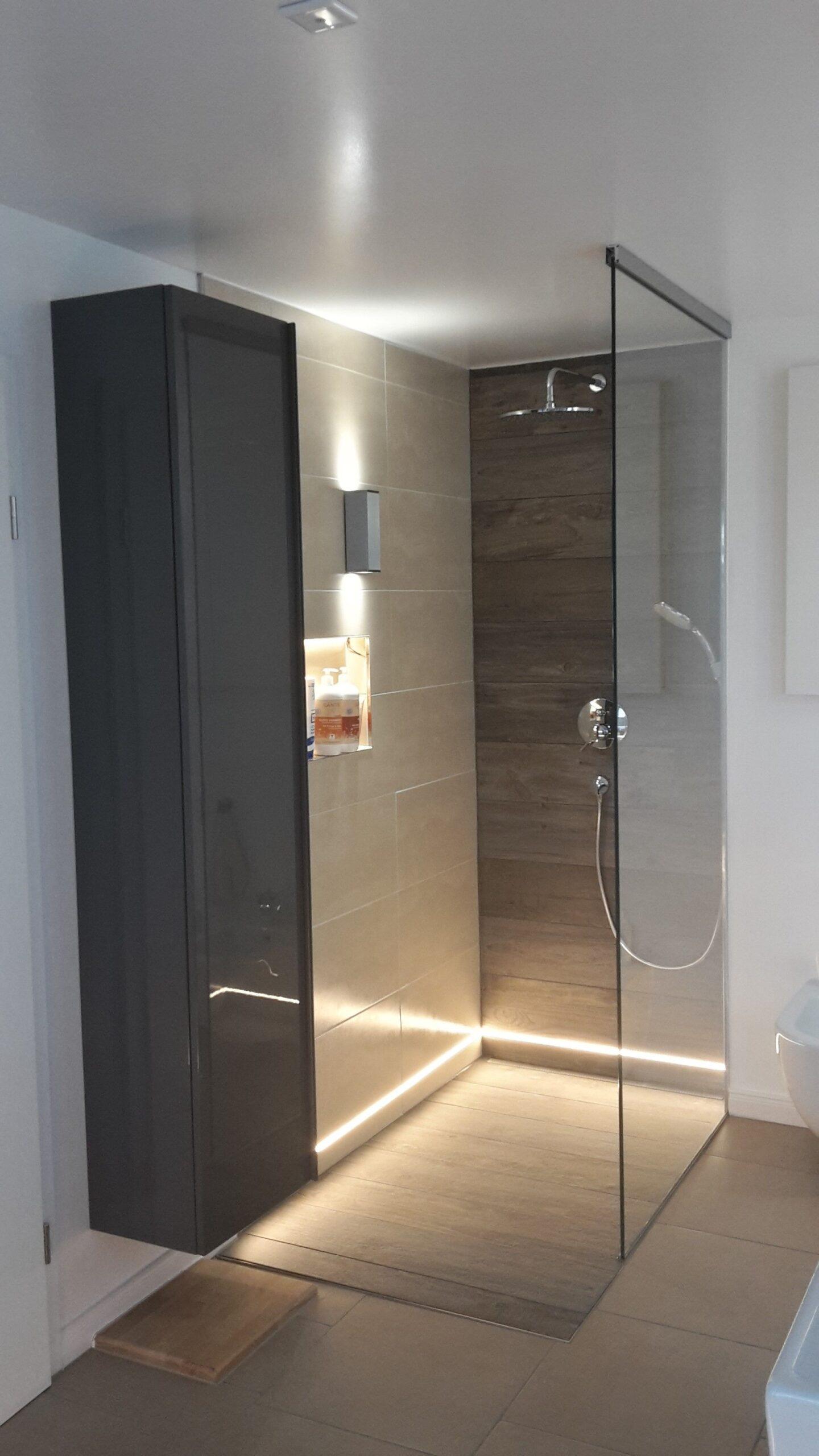 Full Size of Moderne Duschen Gefliest Dusche Ohne Fliesen Ebenerdig Bodengleiche Gemauert Begehbare Badezimmer Mit Warmweien Led Streifen Ip65 Im Unteren Breuer Schulte Dusche Moderne Duschen