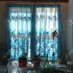 Kchenfenster Mit Blauen Vorhang Lizenzfreie Fotos Gardinen Für Küche Fenster Schlafzimmer Wohnzimmer Die Scheibengardinen Wohnzimmer Gardinen Küchenfenster
