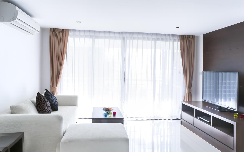 Full Size of Wohnzimmer Gardinen Modern Im Heimhelden Deckenlampe Tapete Küche Deckenlampen Teppich Vorhänge Hängeleuchte Landhausstil Stehlampe Sofa Kleines Wohnzimmer Wohnzimmer Gardinen Modern