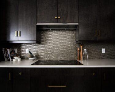 Rückwand Küche Wohnzimmer Rückwand Küche Kchenrckwand Welches Material Ist Am Besten Kchenfinder Lüftung Kreidetafel Arbeitsschuhe Servierwagen Teppich Apothekerschrank