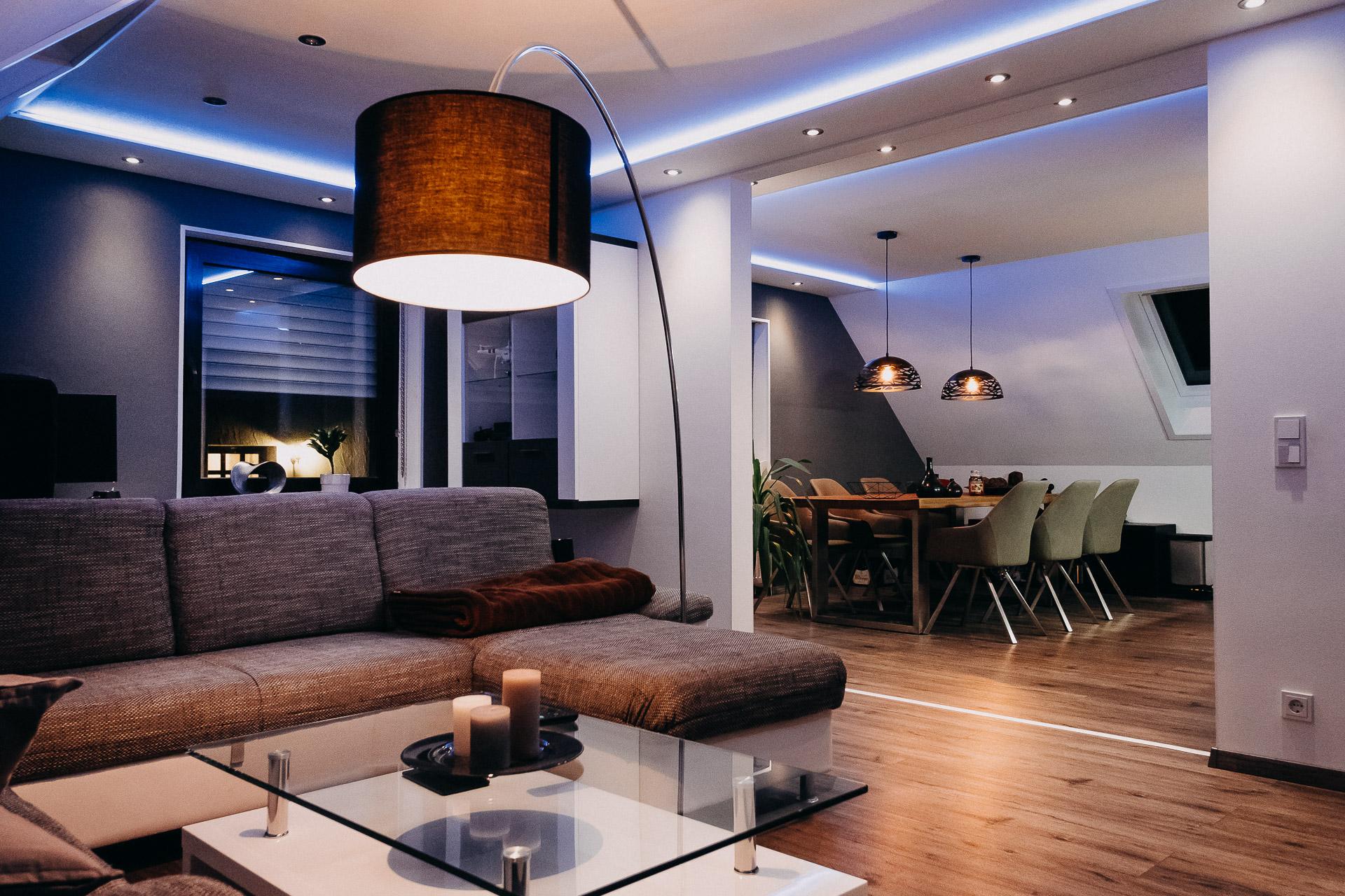 Full Size of Wohnzimmer Indirekte Beleuchtung Im Stehlampen Hängeschrank Weiß Hochglanz Led Küche Deckenlampen Wohnwand Wandbilder Pendelleuchte Deckenlampe Vinylboden Wohnzimmer Wohnzimmer Indirekte Beleuchtung