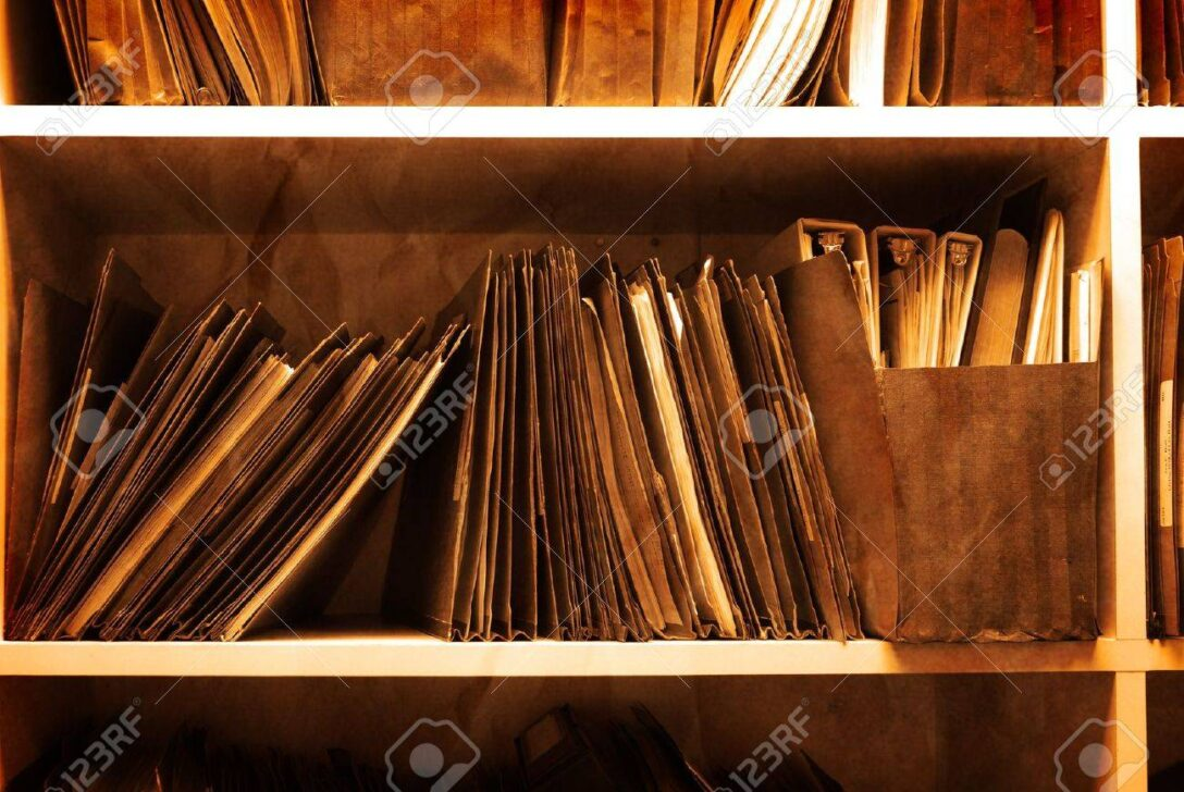 Large Size of Antik Regal Voller Ordner Und Dateien In Einem Bro Lizenzfreie Sheesham Schmale Regale Für Wohnzimmer Rollos Fenster Dachschrägen Weiße Anfahrschutz Regal Regal Für Ordner