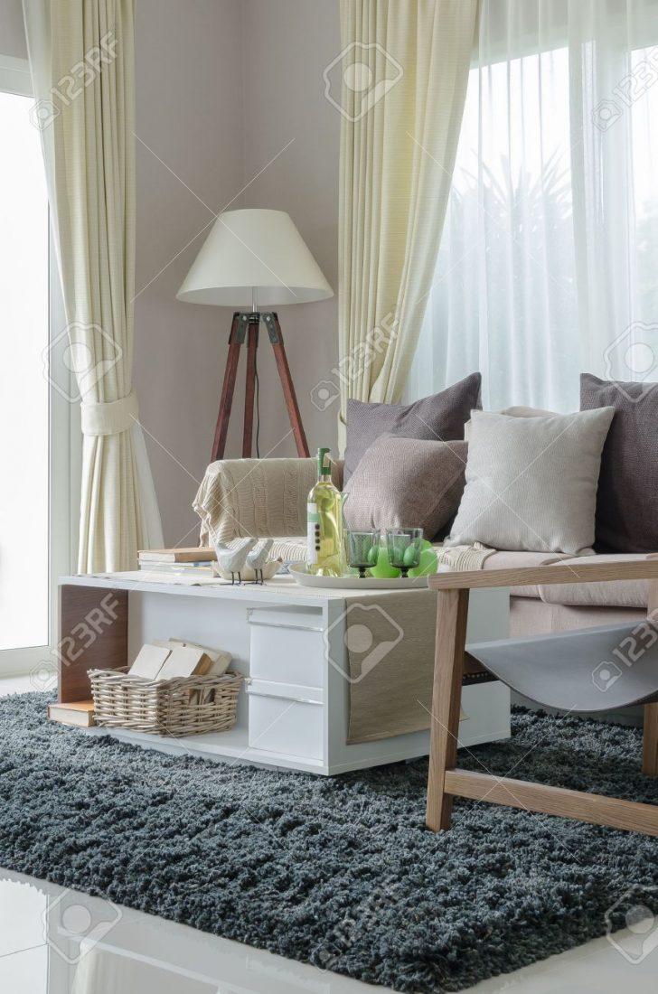 Medium Size of Holzlampe Kissen Und Auf Erdfarben Sofa Mit Im Wohnzimmer Bad Led Bett Schlafzimmer Küche Wohnzimmer Holzlampe Decke