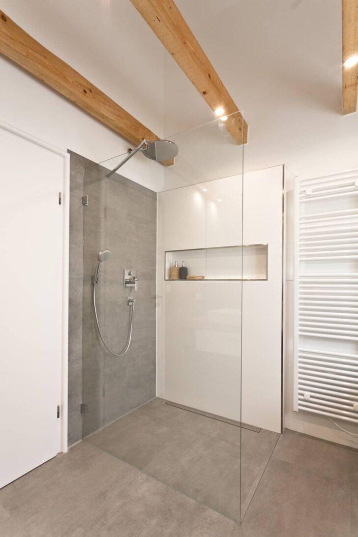 Bodengleiche Dusche In Betonoptik Rustikale Badezimmer Von Banovo Glastrennwand Bluetooth Lautsprecher Einhebelmischer Schulte Duschen Antirutschmatte Dusche Bodengleiche Dusche