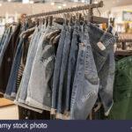 Regal Für Kleidung Jeans Shorts Im Modische Auf Den Regalen Store Schulte Regale Obi Badezimmer Cd Buche Raumteiler Fliegengitter Fenster Glasregal Bad Ordner Regal Regal Für Kleidung