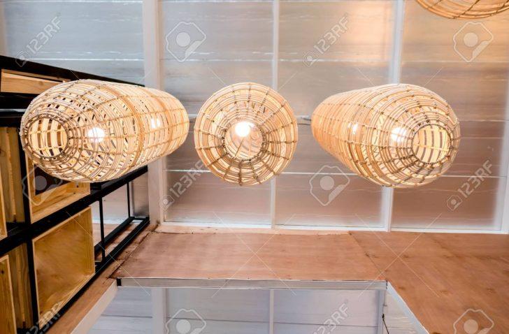 Medium Size of Holzlampe Hlzerne Lampe An Lizenzfreie Fotos Led Bad Schlafzimmer Wohnzimmer Küche Im Für Esstisch Bett Betten Wohnzimmer Holzlampe Decke