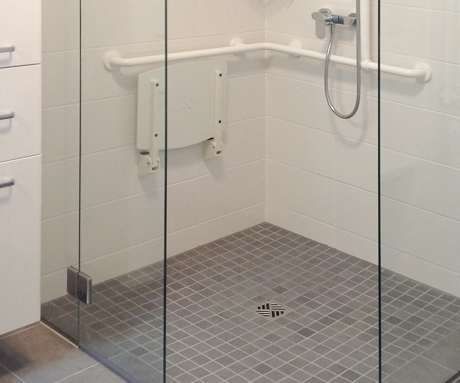 Full Size of Bodengleiche Duschen Bei Glasprofi24 Kaufen Begehbare Dusche Einbauen Sprinz Fliesen Nachträglich Breuer Schulte Werksverkauf Hüppe Hsk Moderne Dusche Bodengleiche Duschen