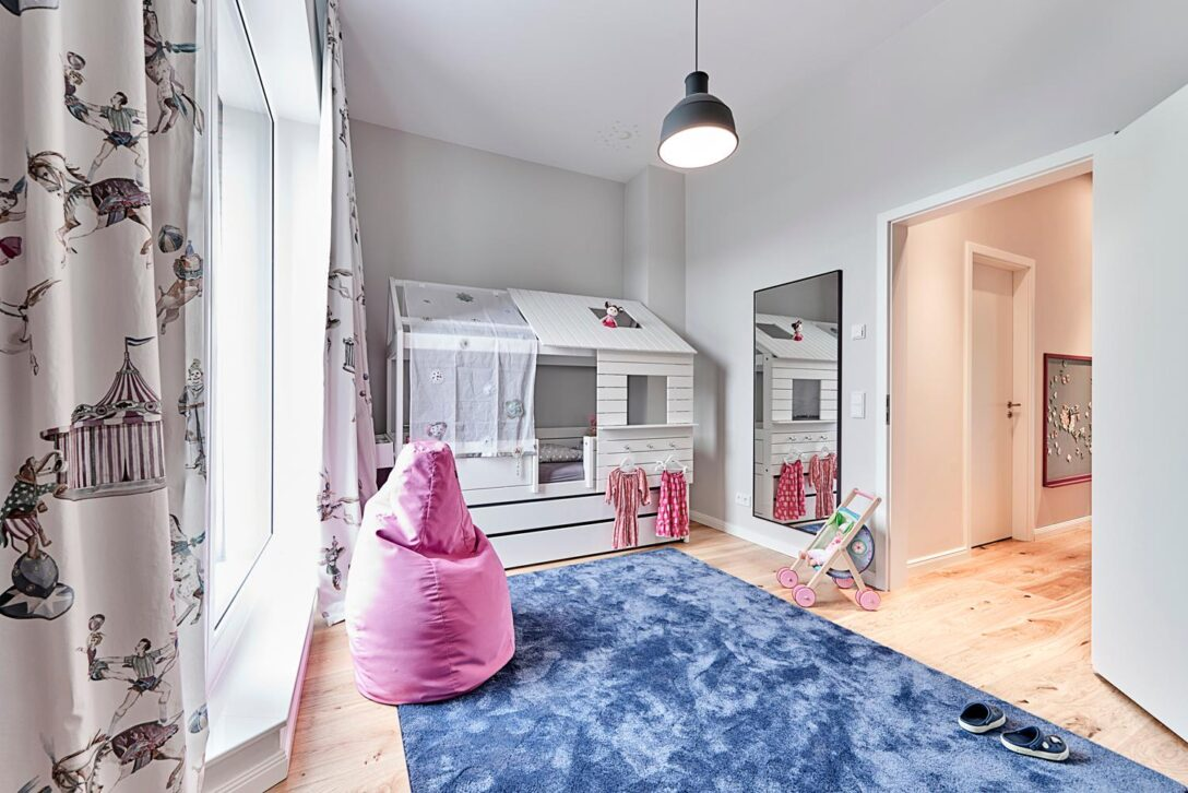Large Size of Weies Kinderzimmer Mit Blau Und Pink Spiegel Sitz Spiegelleuchte Bad Spiegelschrank Led Regal Küche Fliesenspiegel Weiß Sofa Spiegelschränke Wandspiegel Kinderzimmer Spiegel Kinderzimmer