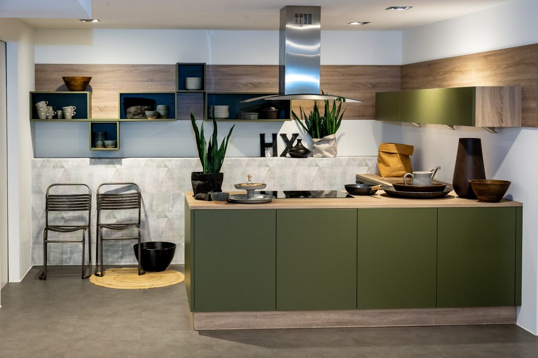 Large Size of Küchen Nolte Kleine U Kche Olive Kansas Oak Kchenbrse Immer Gnstiger Regal Wohnzimmer Küchen