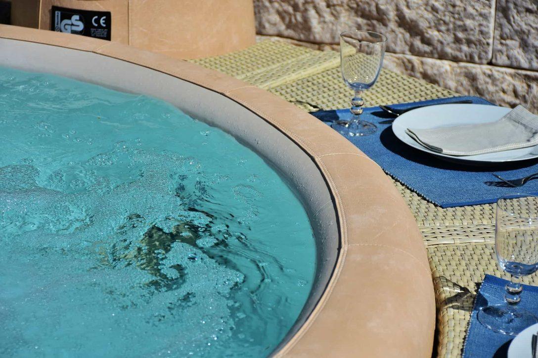 Large Size of Whirlpool Aufblasbar Aufblasbare Aldi Whirlpools Lohnt Sich Der Kauf Antwort Garten Wohnzimmer Whirlpool Aufblasbar