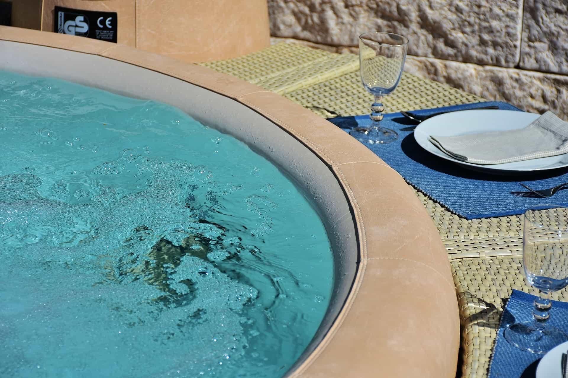 Full Size of Whirlpool Aufblasbar Aufblasbare Aldi Whirlpools Lohnt Sich Der Kauf Antwort Garten Wohnzimmer Whirlpool Aufblasbar