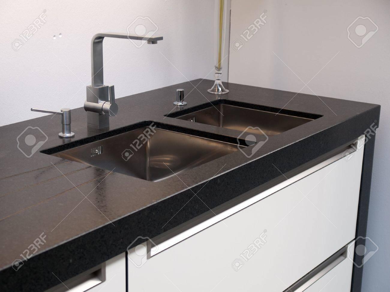 Full Size of Waschbecken Küche Trendige Kche Mit Gardinen Für Unterschränke Einbauküche Nobilia Miniküche Kühlschrank Spielküche Was Kostet Eine Neue Wohnzimmer Waschbecken Küche