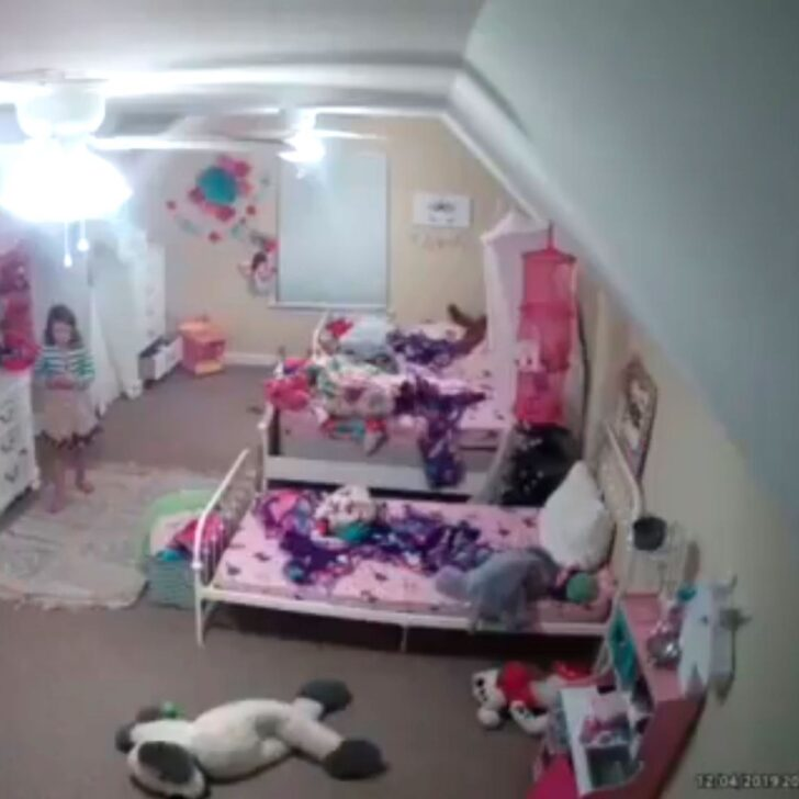 Medium Size of Spiegel Kinderzimmer Amazon Tochter Ring Wie Hacker Zugnge Zu Berwachungskameras Wandspiegel Bad Spiegelleuchten Regal Spiegellampe Spiegelleuchte Kinderzimmer Spiegel Kinderzimmer