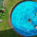 Pool Im Garten Rechtslage Nrw Bauen Lassen Richtig Aufstellen Kosten Erlaubt Preis Jahr Diese Bakterien Knnen Badewasser Sein Wohnzimmer Board Wandbild Wohnzimmer Pool Im Garten