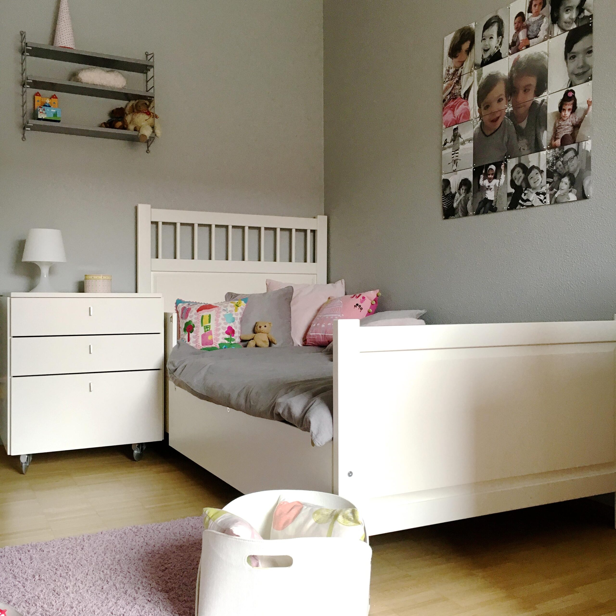 Full Size of Kinderzimmer Mdchen Bett Kissen Nachttisch Ik Sofa Regal Weiß Regale Kinderzimmer Nachttisch Kinderzimmer