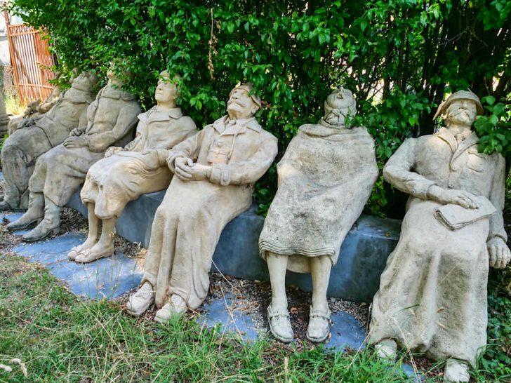 Medium Size of Skulpturen Für Den Garten Peter Lenk Provokante Kunst Nackte Wahrheiten Am Bett Mit Schubladen 90x200 Weiß Sonnenschutz Fenster Regal Getränkekisten Wohnzimmer Skulpturen Für Den Garten