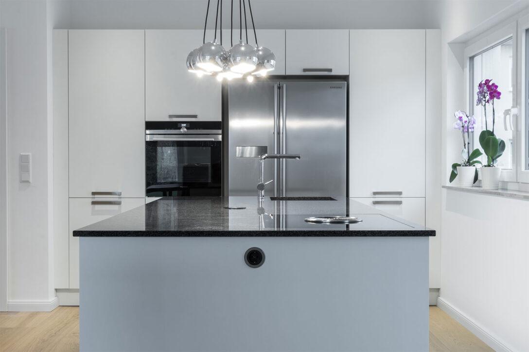 Large Size of Kücheninsel Im Lot Positionierte Kcheninsel Mit Viel Stauraum Bhm Interieur Wohnzimmer Kücheninsel