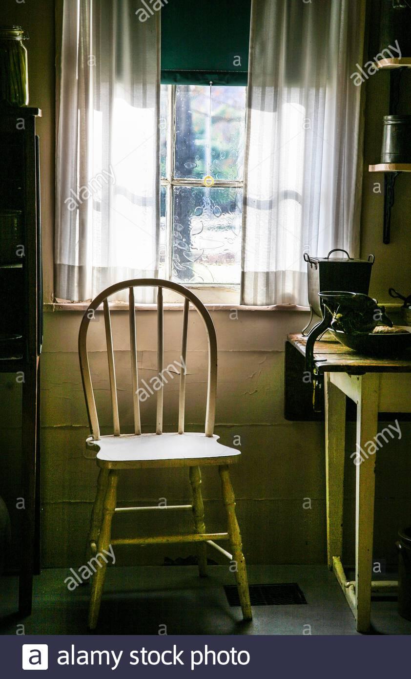 Full Size of Gardinen Fenster Stuhl Und Mit Sonnenschutz Für Dänische Klebefolie Kunststoff Weru Preise Wohnzimmer Sichtschutzfolien Felux Gebrauchte Kaufen Austauschen Wohnzimmer Gardinen Fenster
