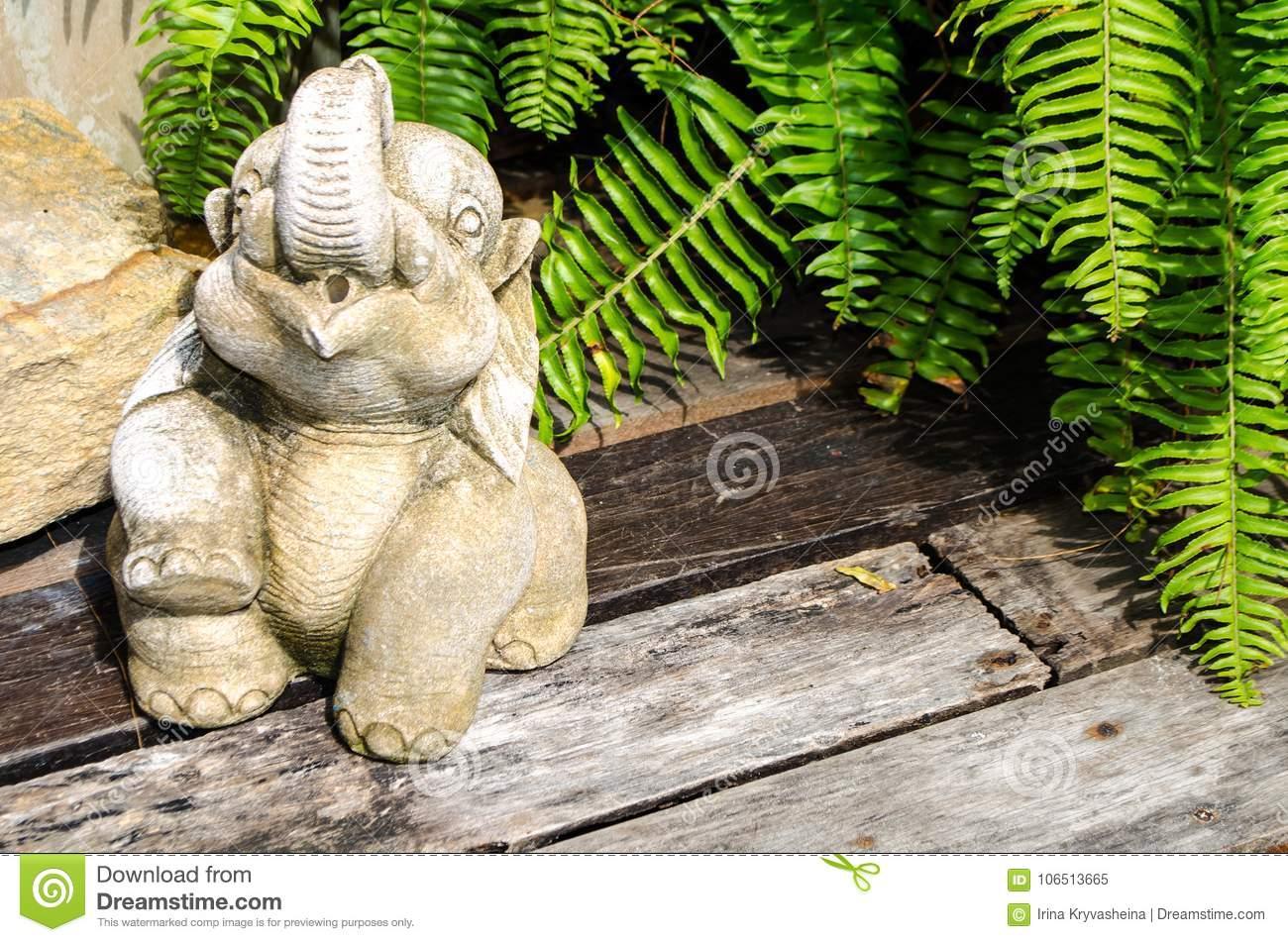 Full Size of Skulptur Eines Elefanten Vom Beton Fr Garten Stockbild Bild Von Lounge Sessel Zaun Essgruppe Loungemöbel Spielhäuser Bewässerungssystem Schallschutz Wohnzimmer Skulptur Garten