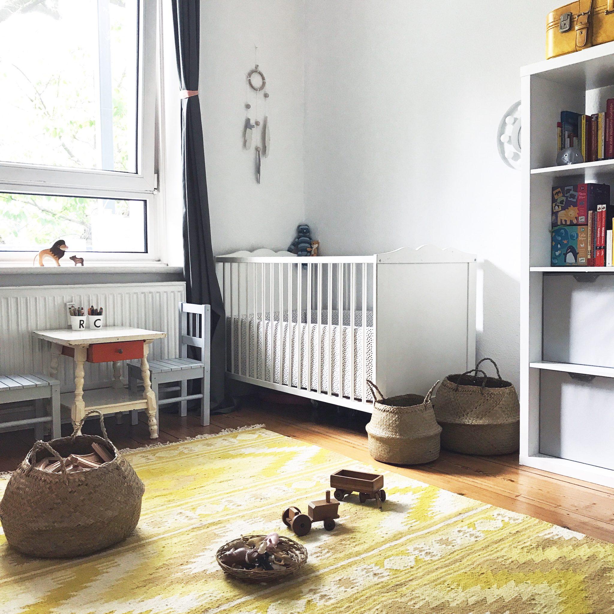 Full Size of Einrichtung Kinderzimmer Unser Und Ein Paar Einfache Montessori Sofa Regale Regal Weiß Kinderzimmer Einrichtung Kinderzimmer