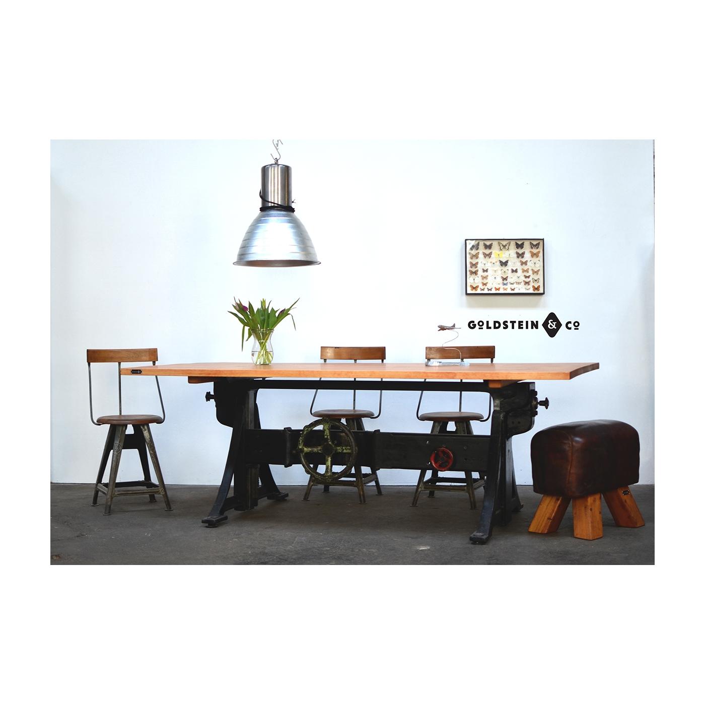 Full Size of Großer Esstisch Industrie Tisch Hhenverstellbar Designer Lampen Kaufen Holz Massiv Massivholz Ausziehbar Lampe Teppich Rustikaler Oval Nussbaum Glas Antik Esstische Großer Esstisch