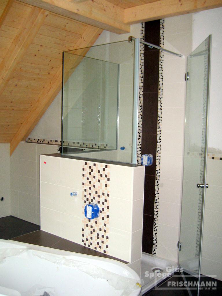 Full Size of Dusche Wand Glasduschen Glas Spiegel Frischmann Bad Wandleuchte Wandtattoos Wohnzimmer Wasserhahn Küche Wandanschluss Glastrennwand Bodengleiche Duschen Dusche Dusche Wand