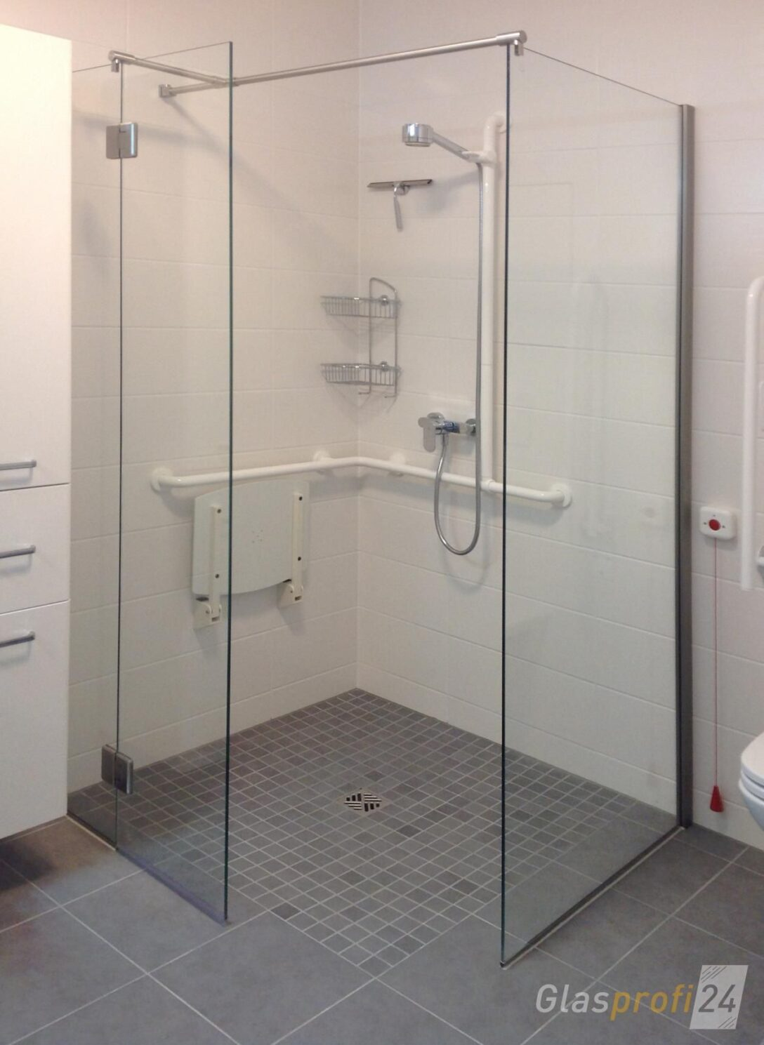 Large Size of Ebenerdige Dusche Mit V2a Beschlgen Begehbare Raindance Badewanne Fliesen Für Moderne Duschen Haltegriff Bluetooth Lautsprecher Behindertengerechte Grohe Dusche Behindertengerechte Dusche
