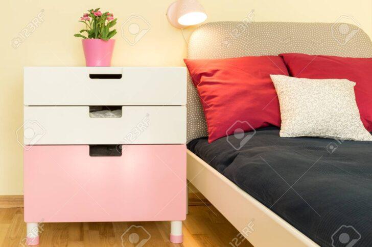 Medium Size of Close Up Sthetischen Weien Nachttisch Im Sofa Regal Weiß Regale Kinderzimmer Nachttisch Kinderzimmer