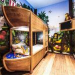 Piraten Kinderzimmer Hotel Im Legoland Von Innen So Sehen Zimmer Aus Regal Sofa Regale Weiß Kinderzimmer Piraten Kinderzimmer