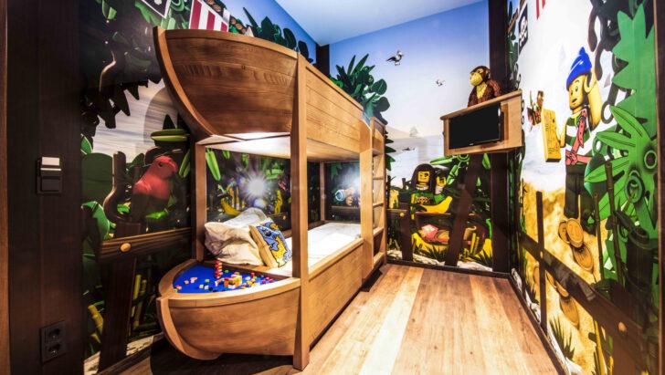 Medium Size of Piraten Kinderzimmer Hotel Im Legoland Von Innen So Sehen Zimmer Aus Regal Sofa Regale Weiß Kinderzimmer Piraten Kinderzimmer