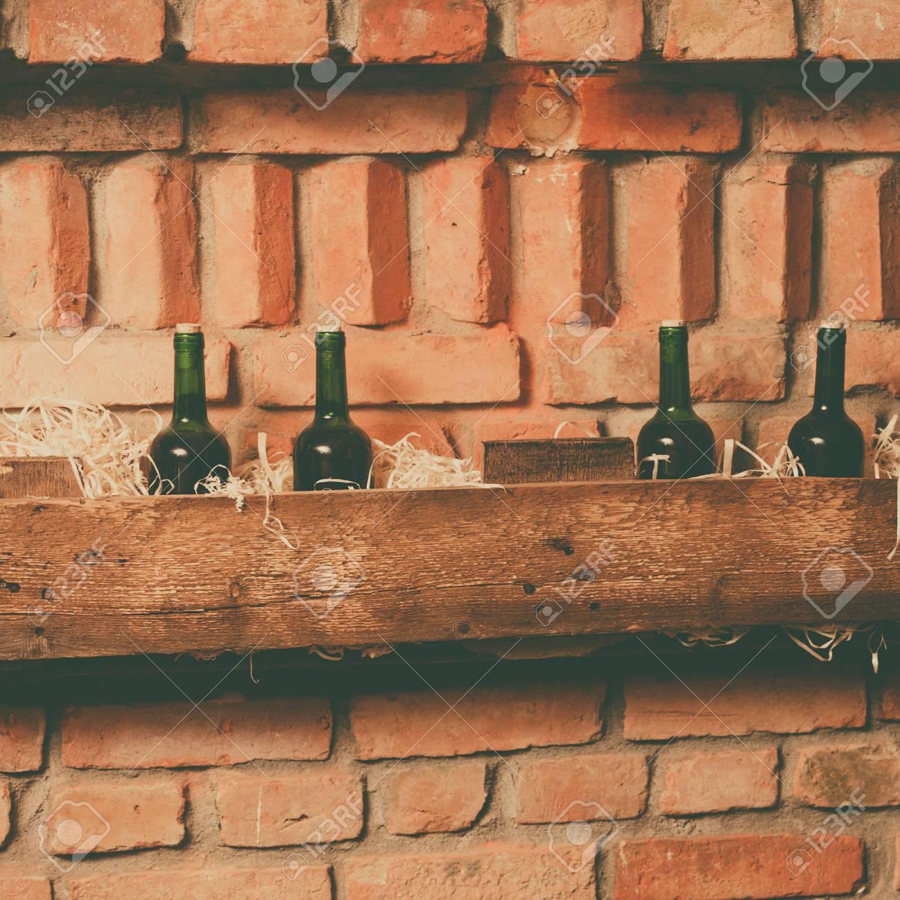 Full Size of Regal Keller Weinflaschen Auf Hlzernen Im Lizenzfreie Fotos Roller Regale Weiß Nach Maß Aus Kisten Dachschräge Kleine 40 Cm Breit Paschen Mit Körben Regal Regal Keller