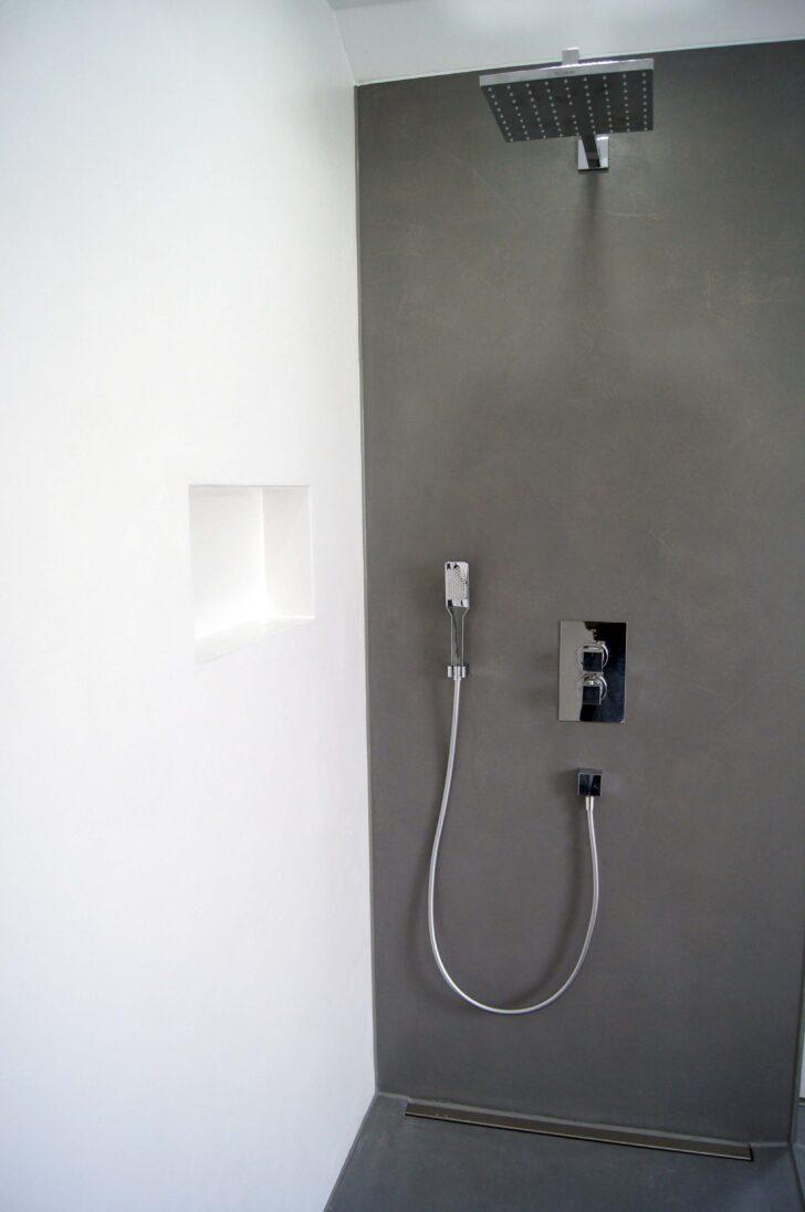 Medium Size of Dusche Komplett Set Bad Aus Gespachteltem Beton In Wei Und Schwarz Ebenerdige Duschen Kaufen Unterputz Armatur Nischentür Schulte Werksverkauf Schlafzimmer Dusche Dusche Komplett Set