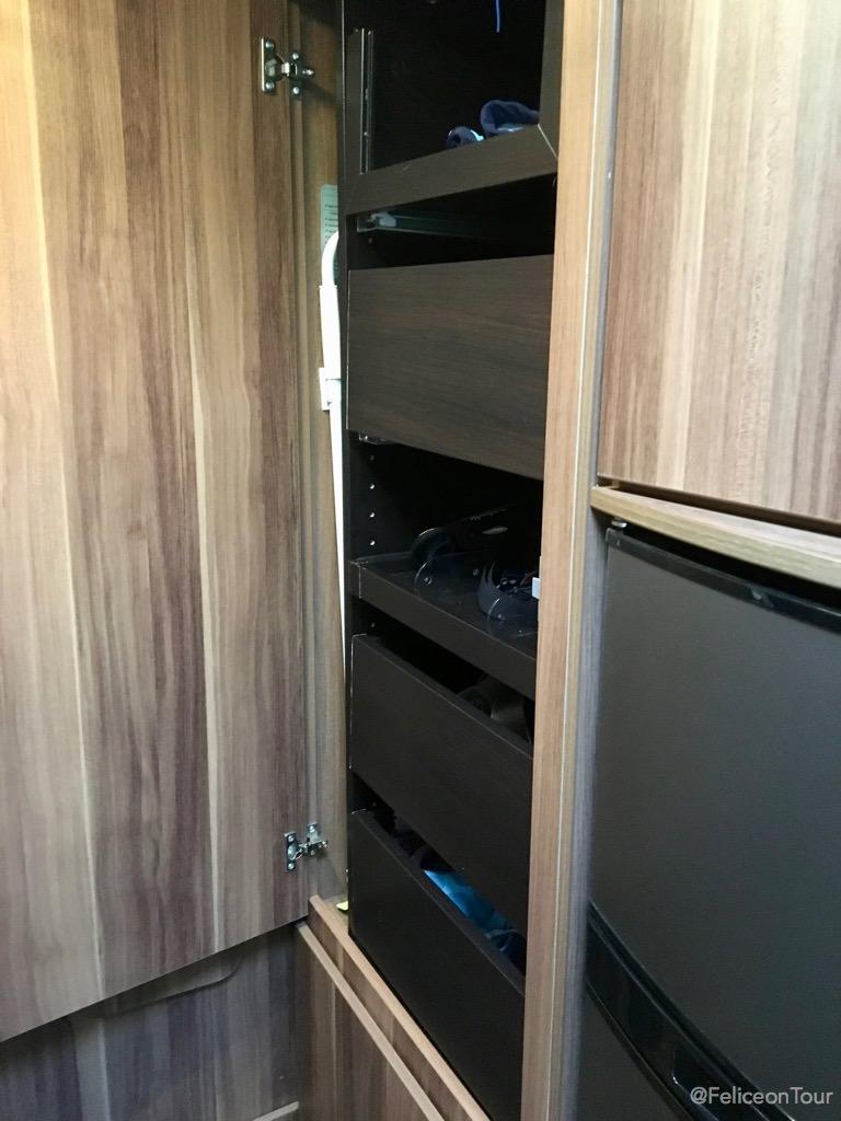 Full Size of Ikea Hängeregal Kleiderschrank Im Wohnmobil Felice On Tour Sofa Mit Schlaffunktion Küche Kosten Betten Bei 160x200 Miniküche Modulküche Kaufen Wohnzimmer Ikea Hängeregal
