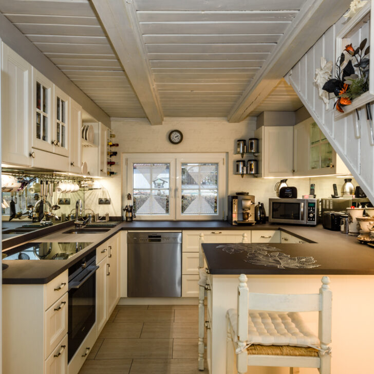 Medium Size of Schwingtür Küche Einbauküche Nobilia Kräutergarten Miele Beistelltisch Miniküche Betten Landhausstil Was Kostet Eine Regal Komplettküche Abfallbehälter Wohnzimmer Küche Landhausstil