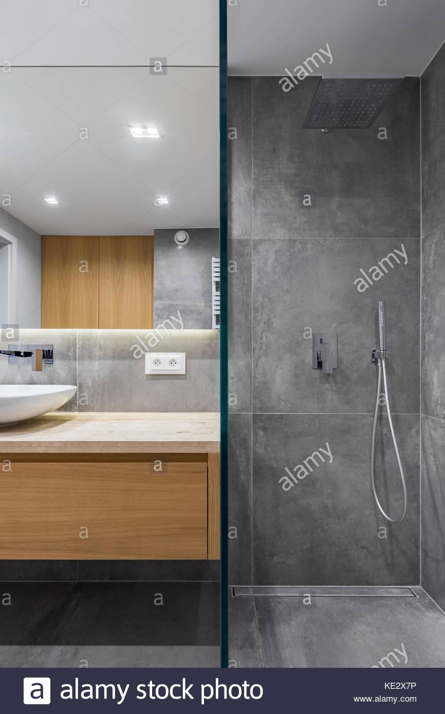 Full Size of Grau Bad Mit Ebenerdiger Dusche Begehbare Duschen Bodengleiche Wand Eckeinstieg Moderne Badewanne Tür Und Raindance Einbauen Komplett Set Glasabtrennung Dusche Dusche Ebenerdig