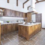 Kücheninsel Kche Im Loft Stil Kcheninsel Mit Einer Kapuze Ber Sie Wohnzimmer Kücheninsel